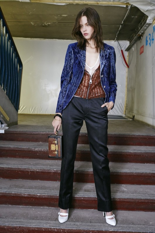 Louis-Vuitton-Pre-Fall-2015-Bag-Campaign-5